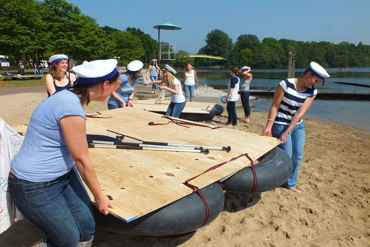 Floßbau – das Teamevent zum JGA