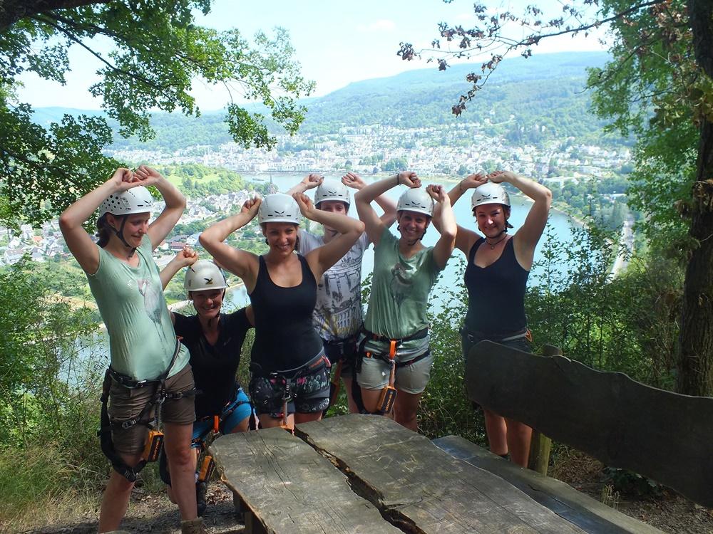Klettern im Klettersteig beim Junggesellenabschied