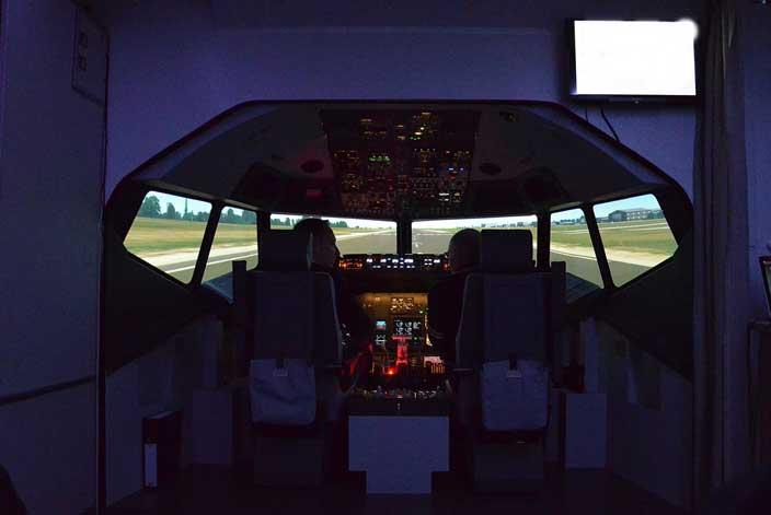 Pilot/in im Flugsimulator zum JGA