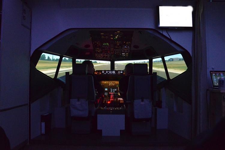 Pilot im Flugsimulator zum JGA