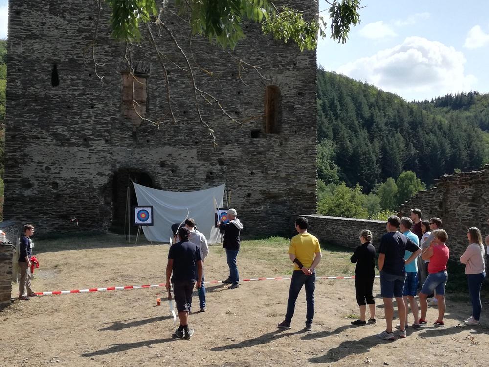 Bogenschießen Burgruine im Team